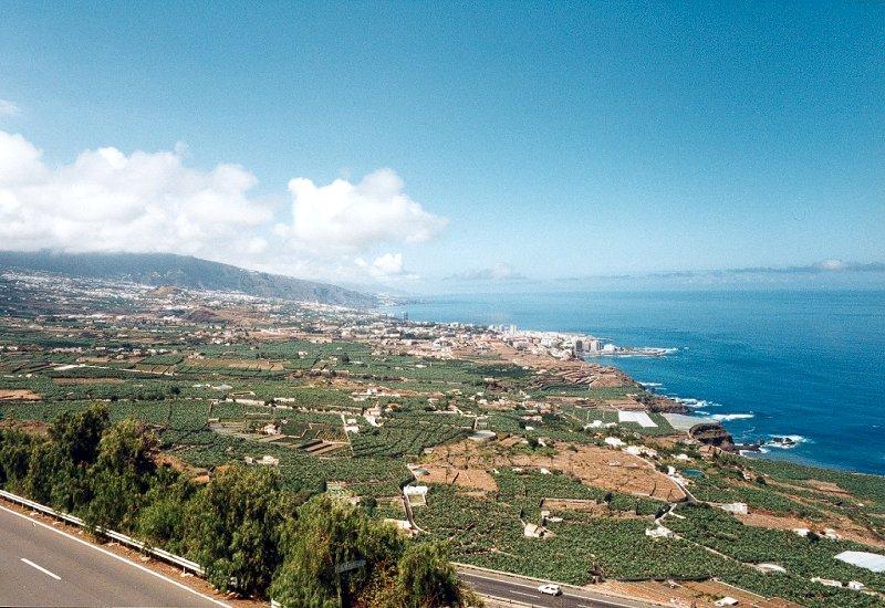 Tenerife Pictures Page. Puerto de la Cruz from La Orotava valley